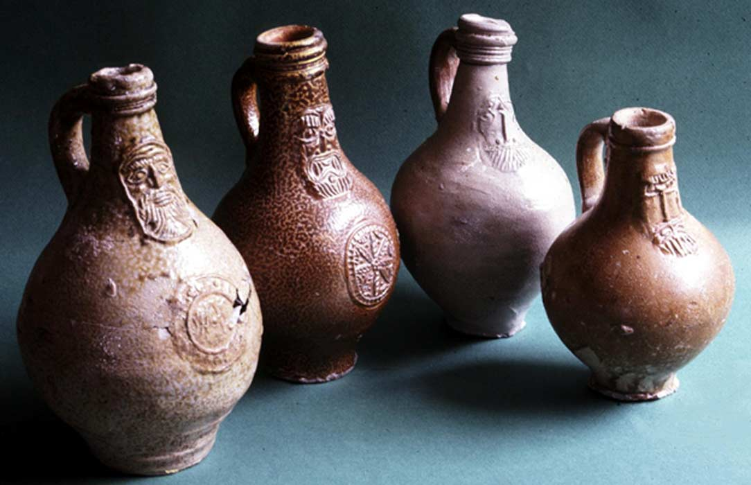 Portada - Botellas de bruja (hampshirearchaeology.wordpress.com)