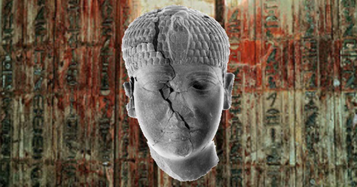 Portada - La cabeza de la estatua de un desconocido faraón del antiguo Egipto hallada recientemente en Israel. (Gaby Laron / Universidad Hebrea / Fundación Selz: Excavaciones en memoria de Yigael Yadin) Fondo: Detalle de la puerta falsa y el arquitrabe de Ptahshepses (Dinastía V), ambos de piedra caliza - Museo Británico. (Dominio público)
