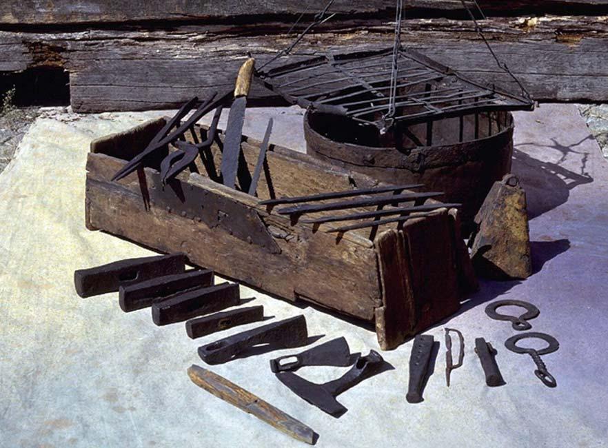 Portada - Caja de herramientas vikinga hallada en 1936 en el fondo del antiguo lago Mästermyr, isla de Gotland. (Christer Åhlin/SHMM)