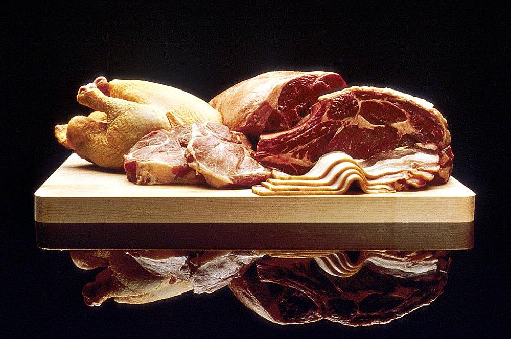 Portada-Selección de diferentes carnes rojas y pollo. (Public Domain)