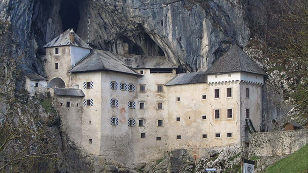 Portada - Castillo de Predjama. Fuente: CC BY SA 3.0