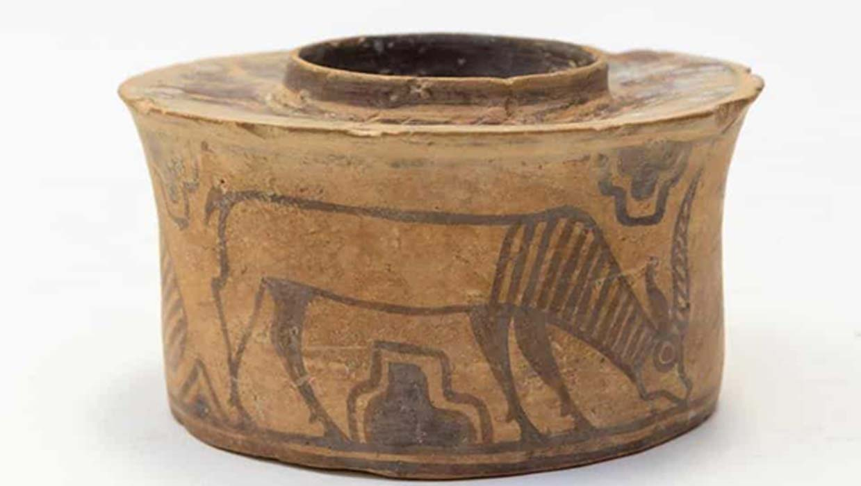 Portada - Karl Martin compró la vasija cerámica en un mercadillo por 4 libras, pero supo de su antigüedad por un colega de Hansons, la casa de subastas más importante de la zona. Fuente: (Hansons Auctioneers/Hansons)