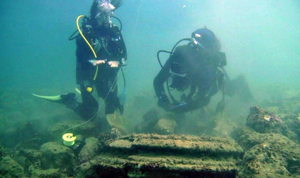 Portada - Los estudios llevados a cabo por geólogos y arqueólogos han revelado que las estructuras submarinas halladas en las cercanías de la isla griega de Zacinto son formaciones geológicas producto de la naturaleza. (Fotografía: La Gran Época/Universidad de Atenas)