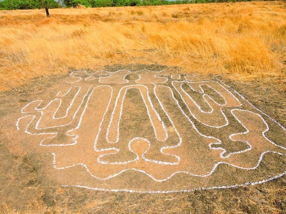 Portada - Los complejos petroglifos hallados recientemente en la India apuntan a la existencia en el pasado de una civilización perdida en la región. Fuente: Ratnagiri Tourism