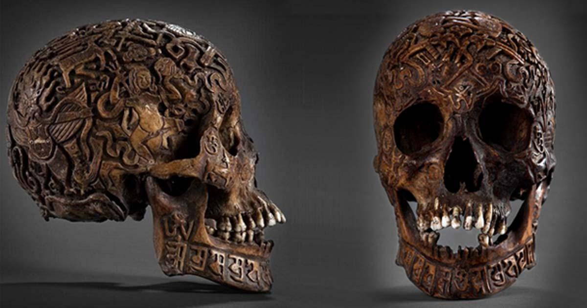Portada - El misterioso cráneo tallado visto de perfil y de frente. (Klemens)
