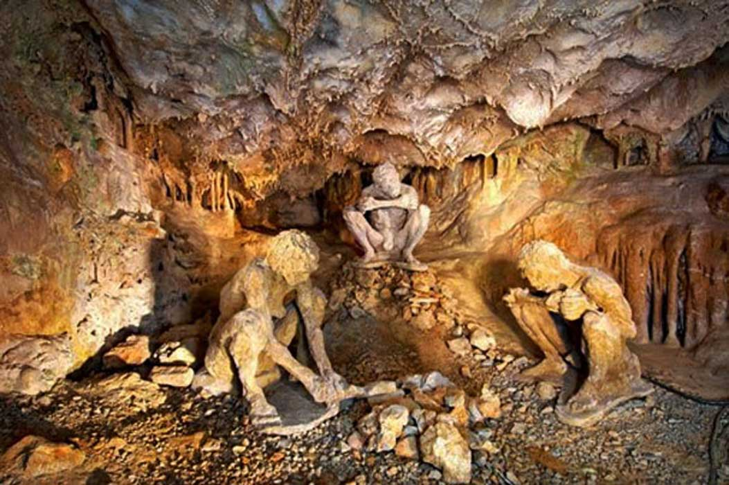 Portada - Recreación de una escena de la Edad de Piedra en la cueva de Teopetra. Fuente: Kartson