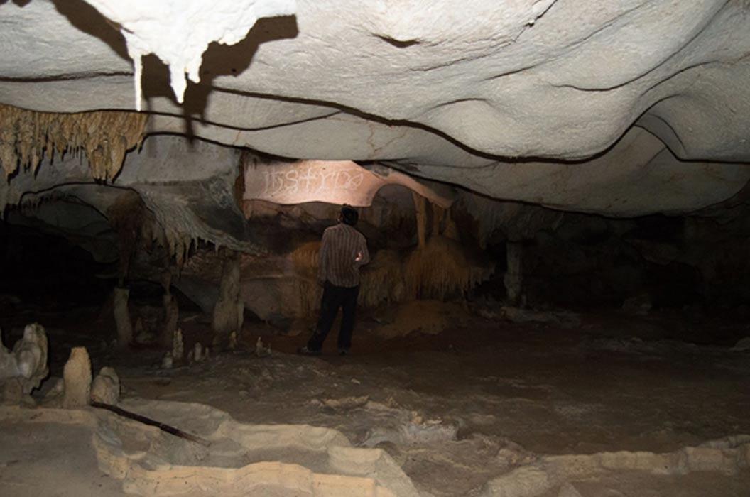 Portada - Interior de una de las cuevas de la isla de Mona. Fotografía: Universidad de Leicester