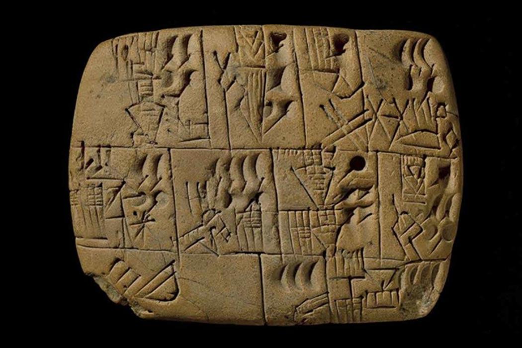Portada - Este es el más antiguo documento de pago conocido del mundo, datado en 5.000 años de antigüedad y hallado en las ruinas de Uruk, antigua ciudad mesopotámica. El salario se cobraba en cerveza. (Fotografía: Museo Británico)