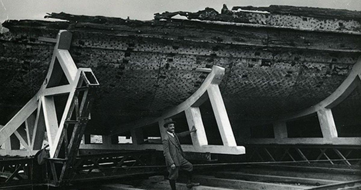 Portada - Casco de uno de los barcos de Nemi recuperados en los años 20. Museo de Ciencia y Tecnología de Milán. (Dominio público)