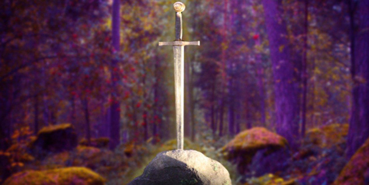 Portada - Espada en la piedra (CC BY-SA 2.0), y bosque encantado (CC BY-NC-SA 2.0); composición.
