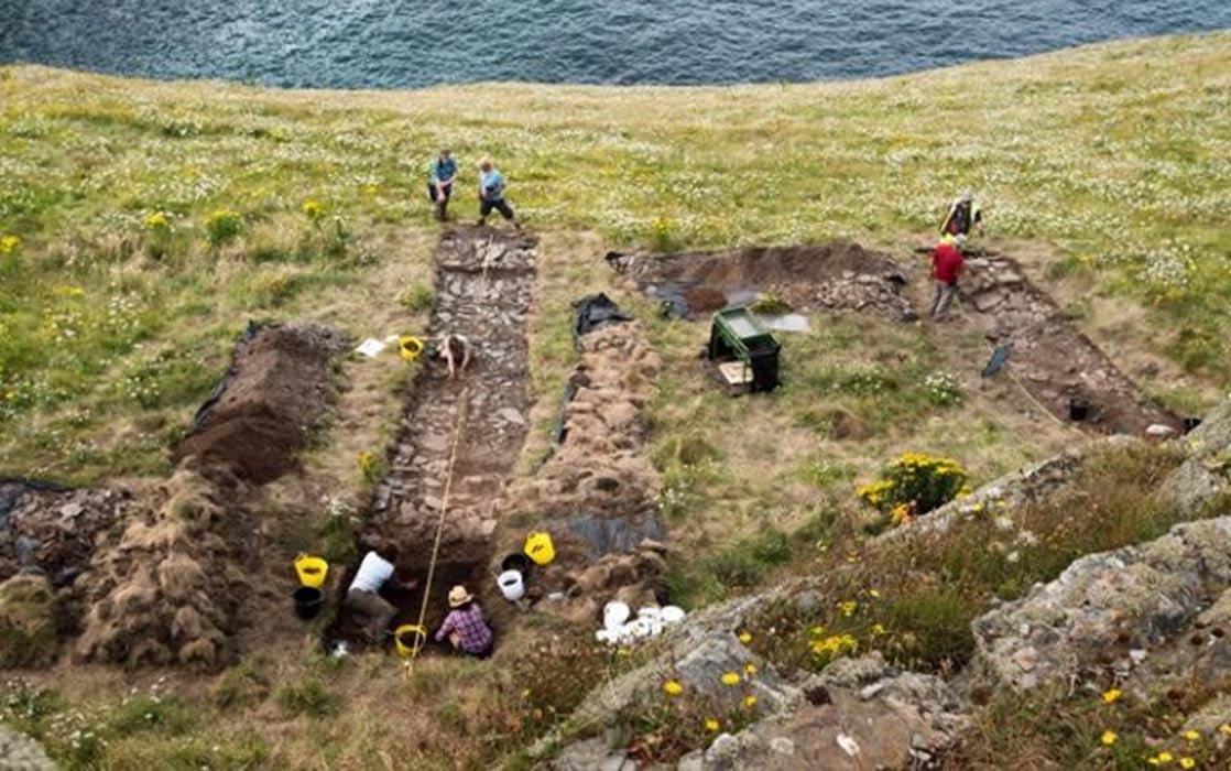 Portada - Excavaciones arqueológicas en el castillo de Tintagel. (Emily Whitfield-Wicks)
