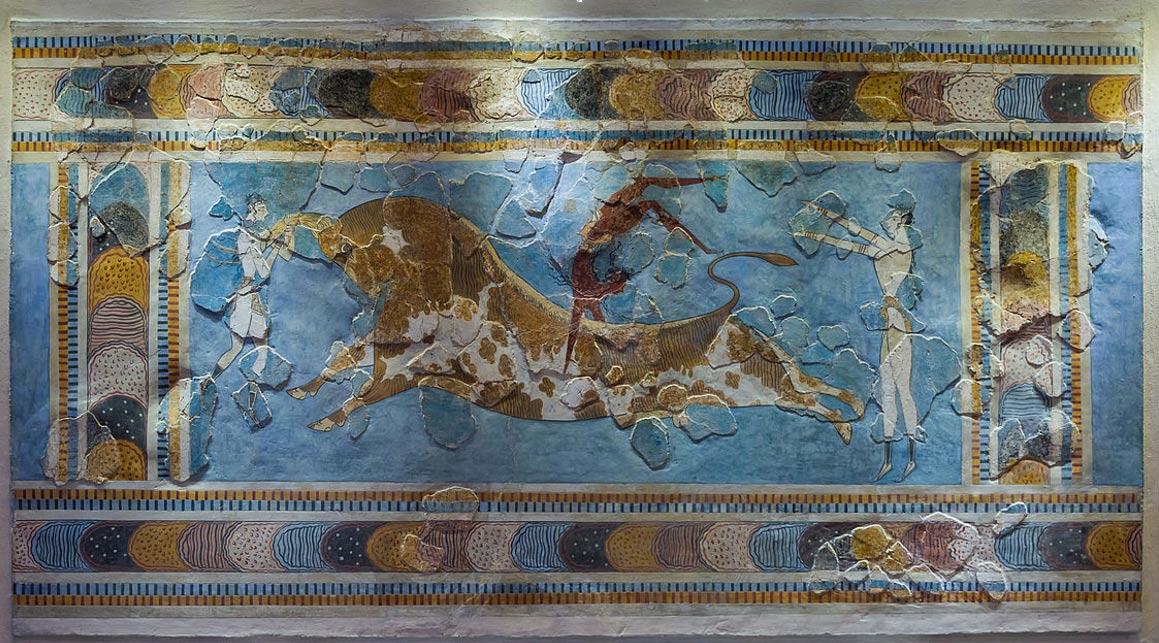 Portada-fresco del salto del toro en el palacio de Knossos, Creta, Grecia, datado entre el 1600 a. C. y el 1450 a. C. El toro era un animal de suma importancia simbólica en la religión minoica, y estaba muy estrechamente relacionado con la gran diosa a la que adoraban los cretenses. (Foto: Jebulon/Wikimedia Commons)