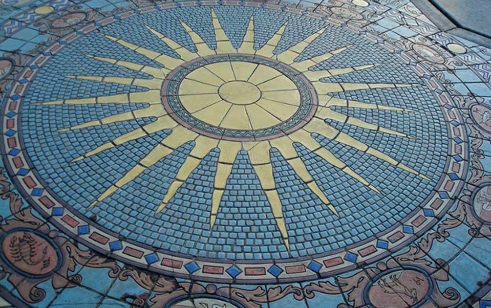 Portada - Mosaico astrológico ubicado en el patio de la Mansión Ringling (CC BY-SA 2.0)