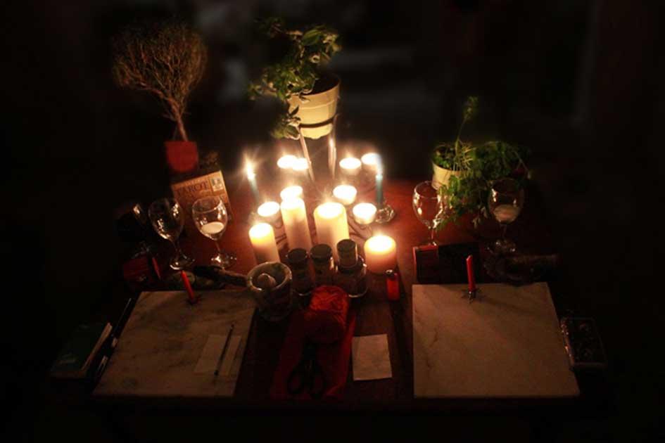 Portada - Altar pagano moderno wiccano. (Dominio público)