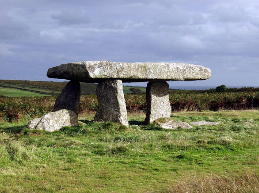 Portada - Lanyon Quoit, monumento megalítico utilizado a menudo como imagen emblemática del antiguo Cornualles. Es también conocido como la Mesa del Gigante. (CC BY SA 2.0)