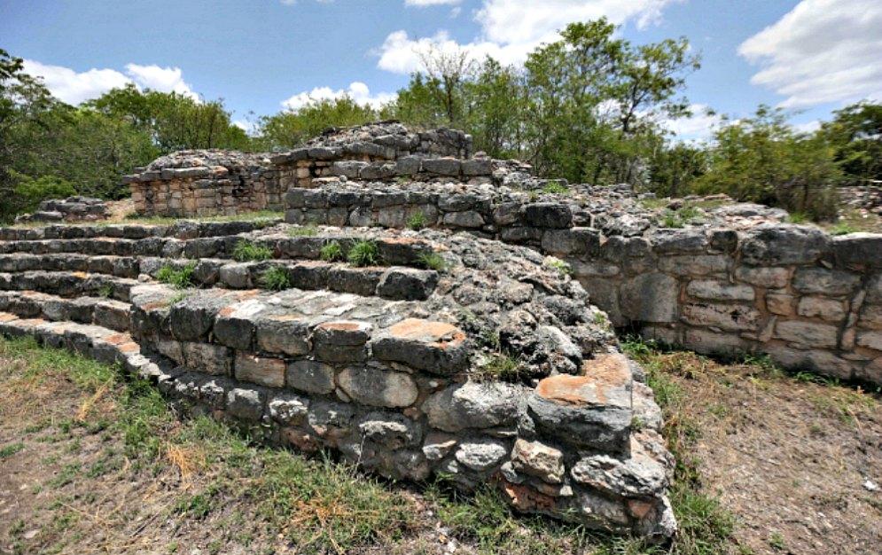 Portada - El observatorio solar y venusiano de Acanceh.