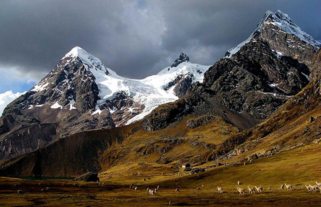 Portada - Estribaciones de la impresionante montaña peruana de Ausangate (CC BY-SA 3.0)