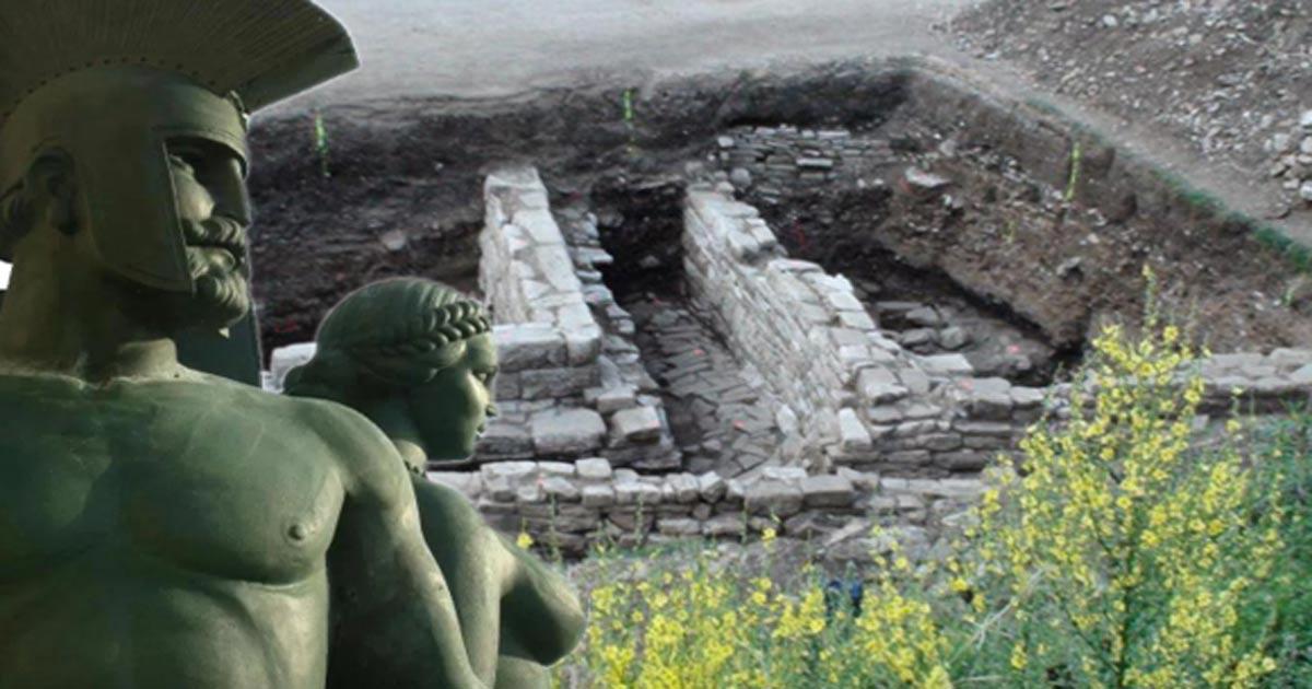 Portada - Vista general de la zona de excavaciones en la que ha sido descubierto el antiguo palacio ilirio. Fotografía: P. Dyczek