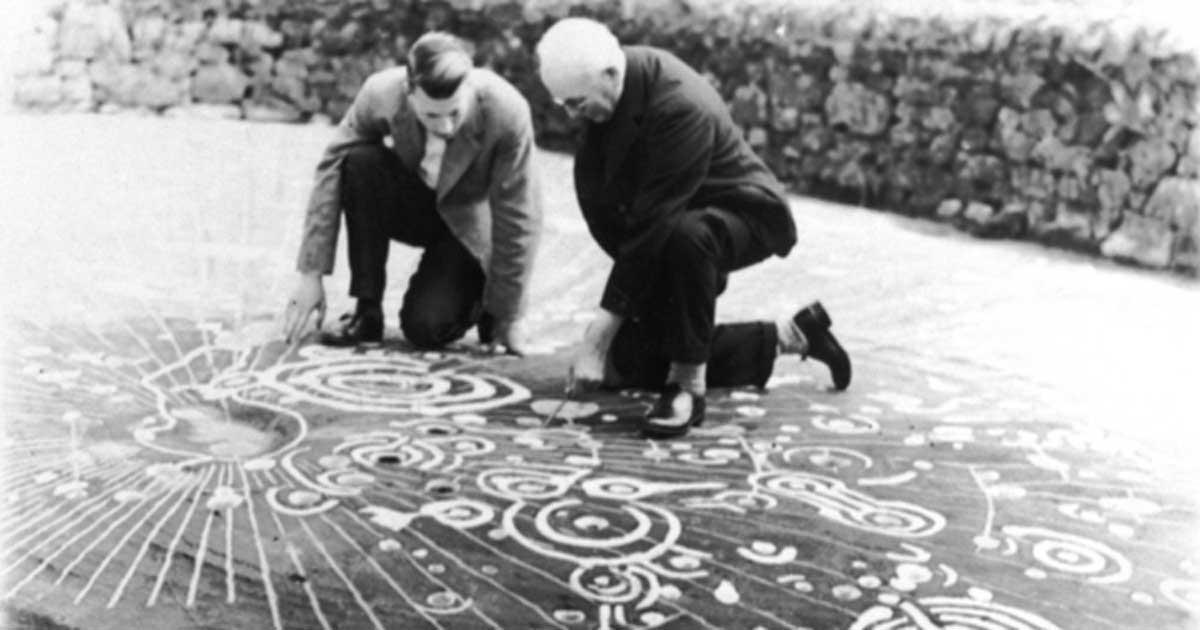 Portada - La Piedra de Cochno alberga la que está considerada la más magnífica muestra de petroglifos de 'cazoleta y anillo' de la Edad del Bronce existente en Europa. (Fotografía: Comisión Real para los Monumentos Antiguos e Históricos de Escocia)