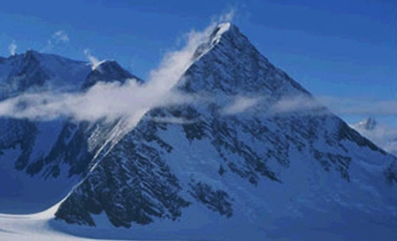 Portada - Una de las supuestas pirámides de la Antártida descubiertas recientemente mediante Google Earth. (Van Alexis Morales González / Google Maps)