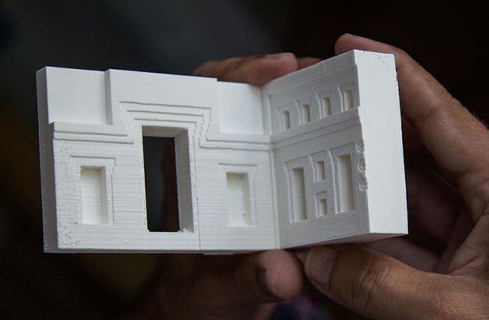 Portada - Modelo tridimensional impreso del antiguo yacimiento de Puma Punku, Tiwanaku, Bolivia. Fuente: Dr. Alexei Vranich, 2018