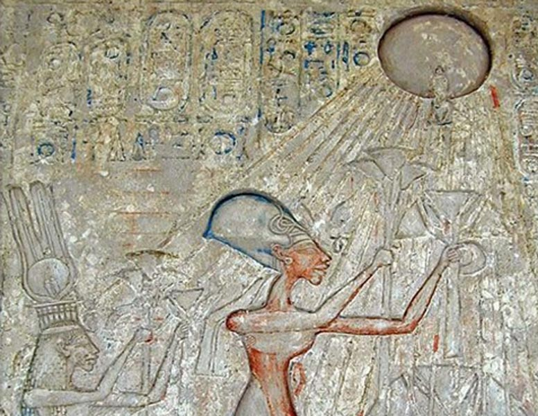 Portada - Relieve en el que aparece representada una escena de adoración a Atón. (Public Domain)