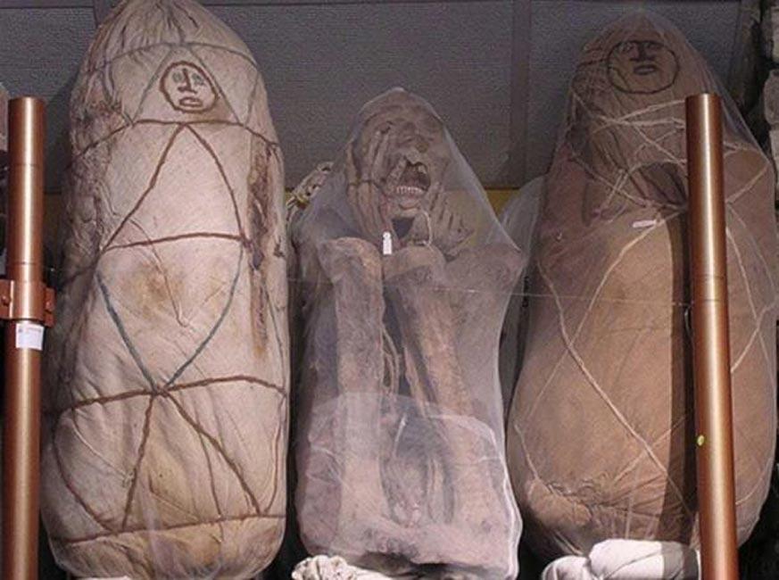 Portada - Tres de las momias de Leymebamba expuestas en el museo de la región. (Imagen: CC BY SA 2.0 )