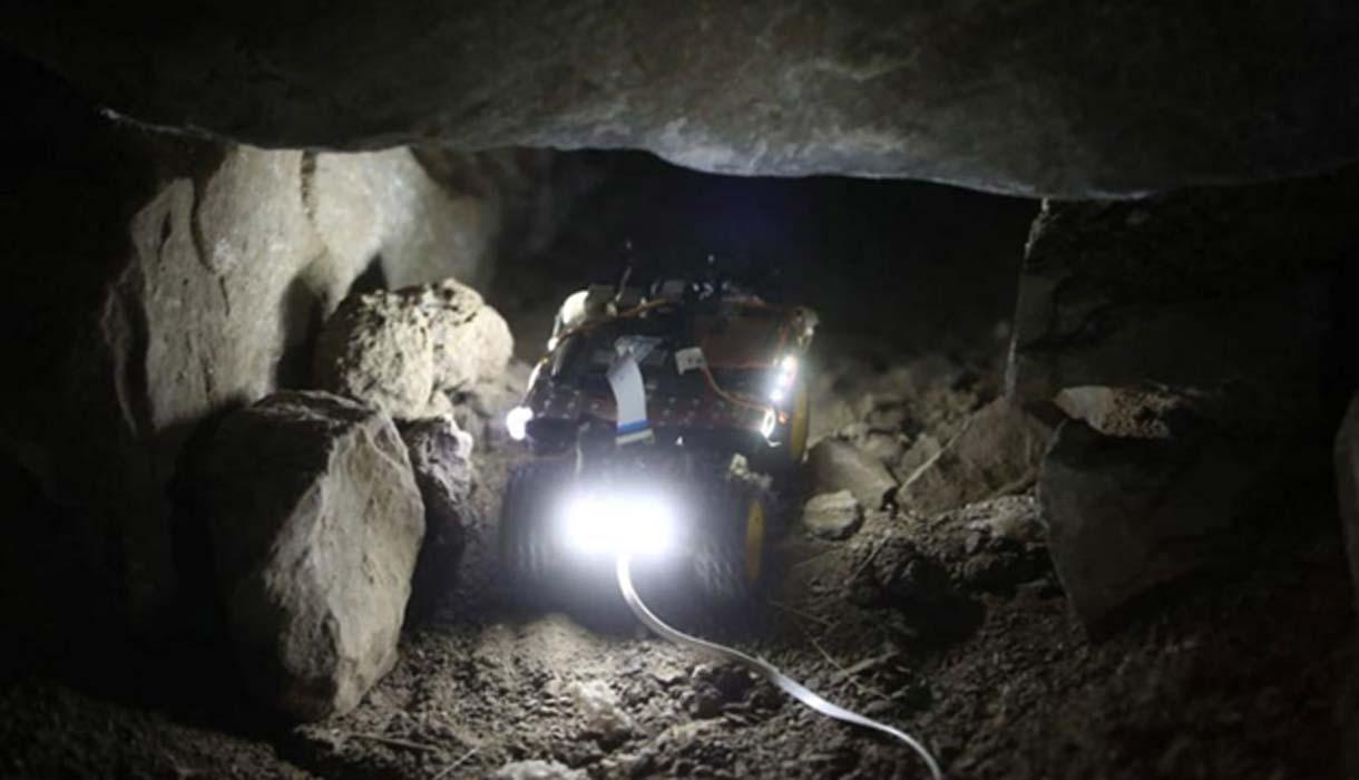 Portada - Robot arqueólogo trabajando en el templo peruano de Chavín de Huántar. Fuente: Andina