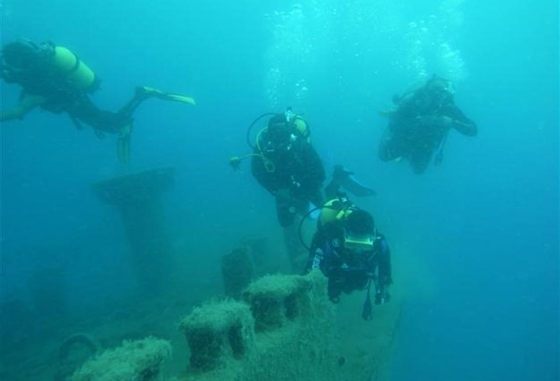 Portada-Submarinistas y arqueólogos marinos emplearon sistemas de sónar de alta resolución para rastrear una antigua ruta marítima y posibles hallazgos asociados a ella. (Foto: Agencia Andalou)