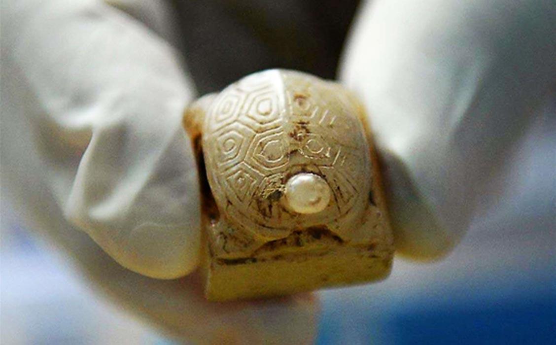 Portada - Sello de jade con forma de tortuga descubierto en el mausoleo de Liu He. Fotografía: Xinhua