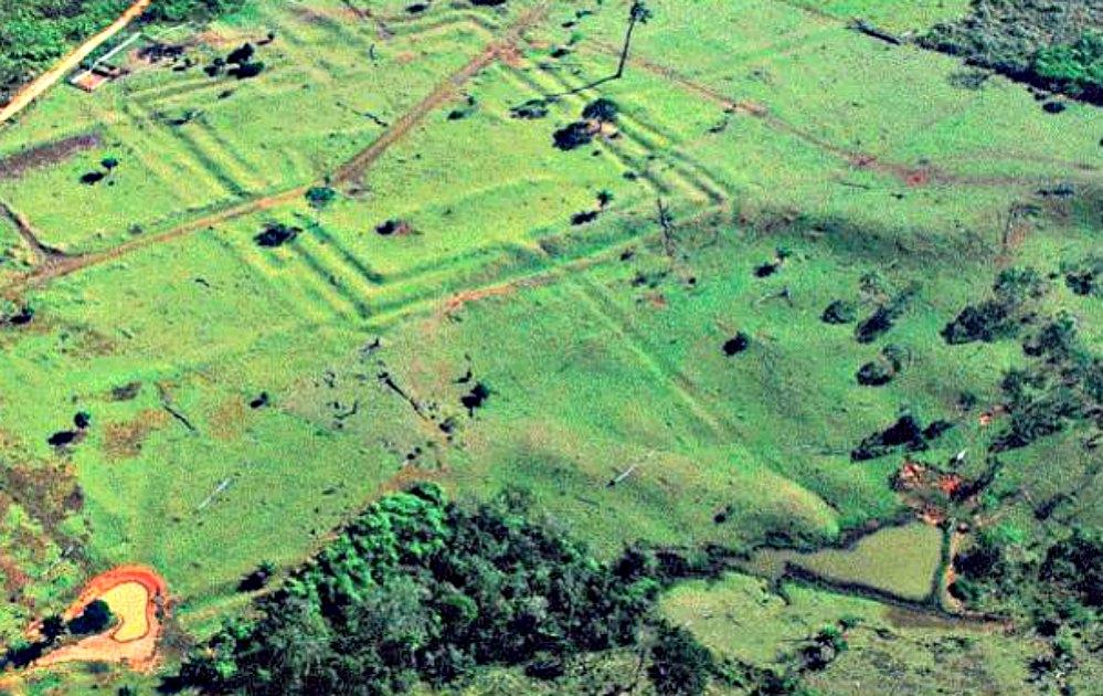 Portada - Geoglifo de Acre en Plácido de Castro, utilizado como palco de ceremonias. (Revista Pesquisa/La Gran Época)