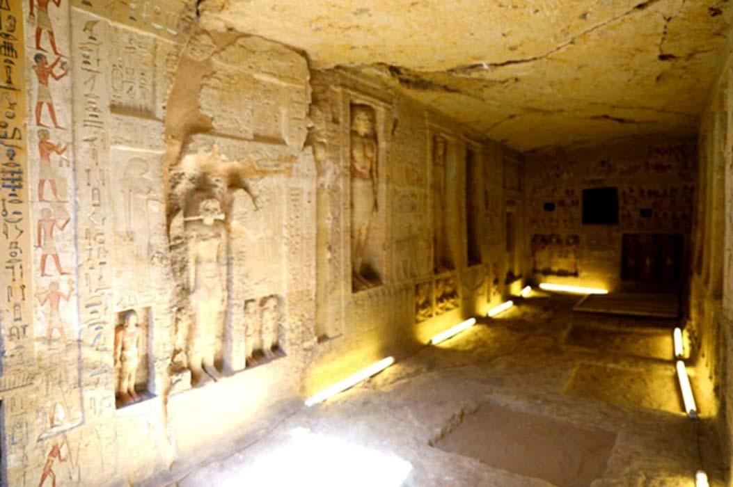 """Portada - Esta tumba de Saqqara, cuya antigüedad es de 4.400 años, fue construida para un """"inspector divino"""" llamado """"Wahtye."""" Fuente: Ministerio de Antigüedades egipcio"""