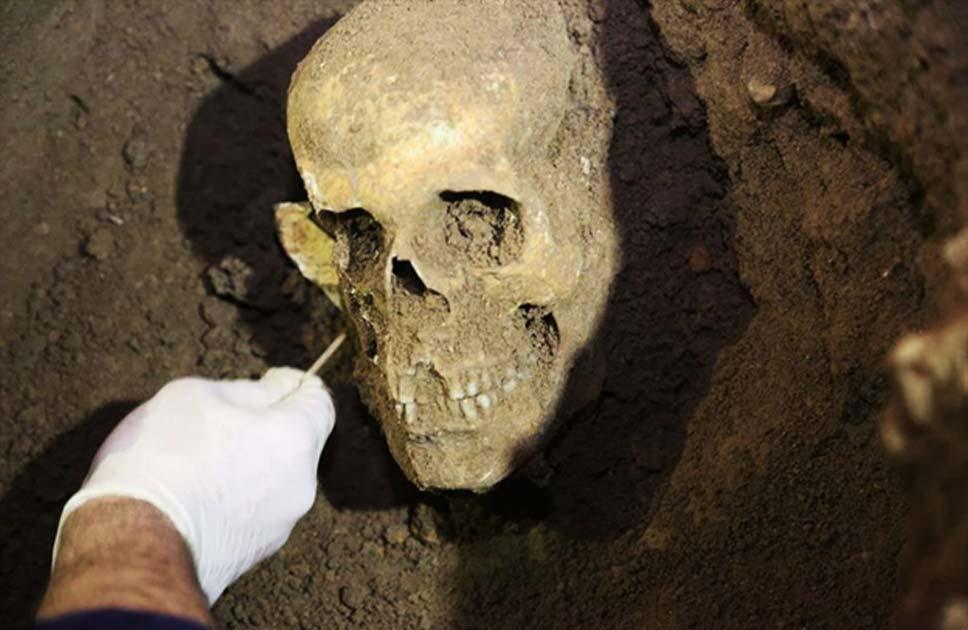 Portada - Los arqueólogos aún no han tenido tiempo de escribir un artículo para una revista académica especializada sobre el reciente hallazgo de una antigua tumba asiria realizado en Erbil (Iraq). (CNN Turk)