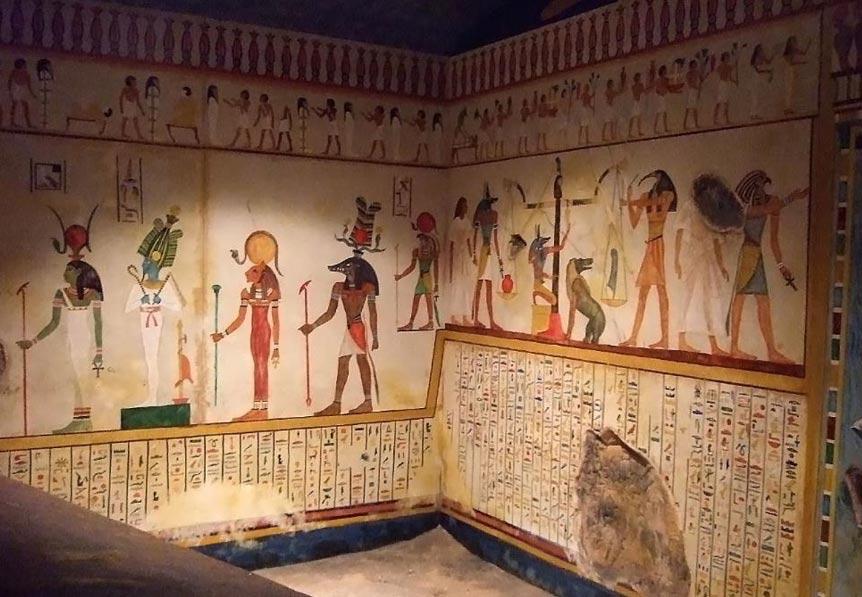 Portada - Los gobernadores egipcios del nomo del Oryx construyeron para sí mismos elaboradas tumbas en Beni Hasan. He aquí una fotografía del interior de una réplica a tamaño natural de las tumbas excavadas en la roca cercanas a Beni Hasan, Egipto, y construidas entre los años 2100 a. C. y 1100 a. C. Fuente: Mary Harrsch/CC BY NC SA 2.0