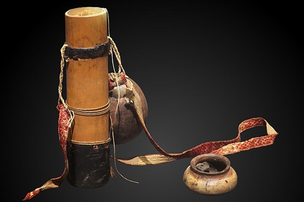 Portada - Aljaba, flechas y vasija con curare. Fuente: CC BY-SA 3.0