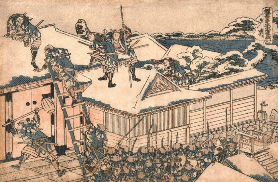 Portada - Ataque de los Ronin en la puerta principal de la mansión de Kira; Ohotaka Genjo es el ronin que empuña la maza, uno de los más jóvenes. Chushingura, Acto XI, Escena 2 - Hokusai. Obra del artista japonés Katsushika Hokusai (1760-1849). (Dominio público)