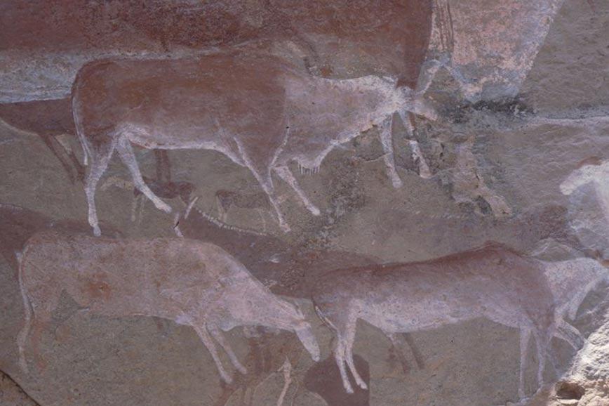 Arte rupestre prehistórico en la pared de una cueva en Drakensberg, Sudáfrica