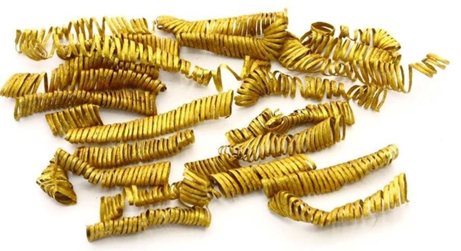 Cada espiral de oro de la Edad de Bronce mide 3 centímetros de largo y pesa solo 0.1 gramo.