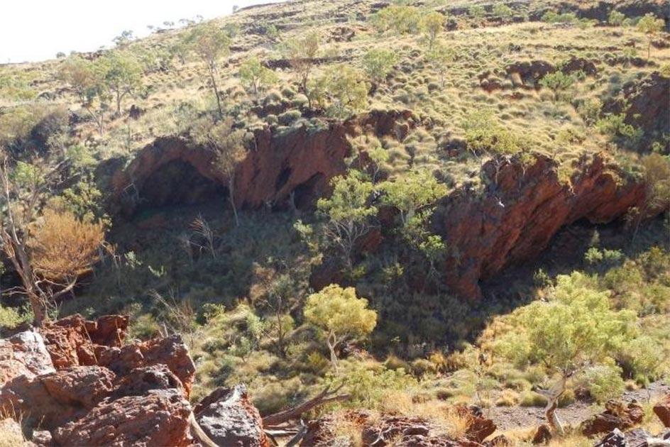 Los refugios de rocas aborígenes en Juukan Gorge se encuentran a unos 60 km al noroeste de la remota ciudad minera de Pilbara, Tom Price. Fuente: Corporación aborigen Puutu Kunti Kurrama y Pinikura