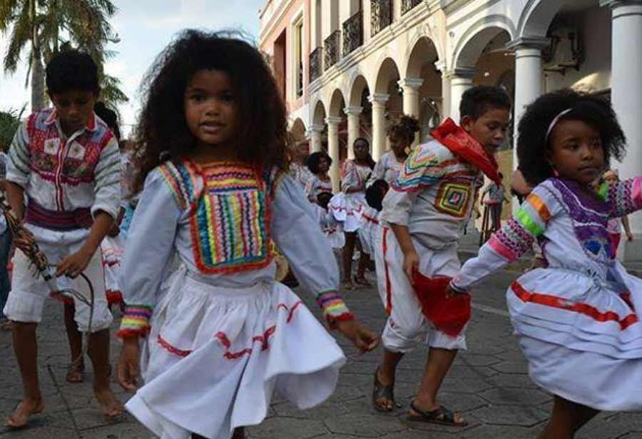 El futuro de los afrobolivianos está en sus hijos y en el liderazgo y la sabiduría de su rey.