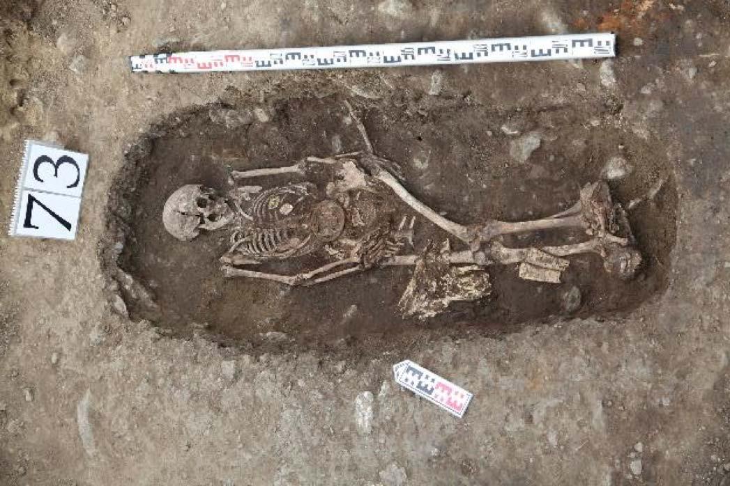 Se encontraron dos tumbas femeninas. Los investigadores creen que una era una mujer guerrera amazónica y la otra era una mujer rica. Fuente: Artur Kharinsky / The Siberian Times