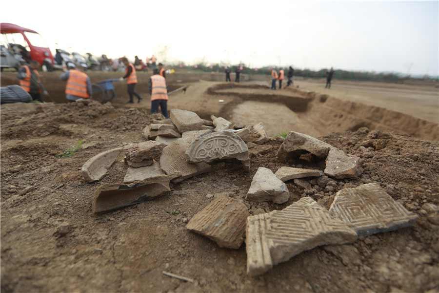 Los arqueólogos chinos que trabajan en la vasta excavación antigua de Xianyang en el borde de la moderna Xianyang continúan encontrando palacios, avenidas, artefactos y nuevos conocimientos