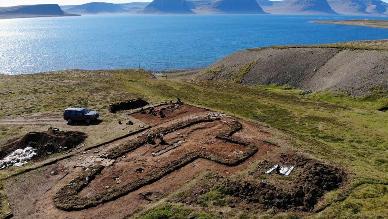 la excavación arqueológica en Arnarfjörður ha desenterrado enormes cantidades de datos. Los investigadores también han encontrado datos en los textos de las antiguas sagas islandesas, así como tecnología de drones para identificar posibles sitios de excavación.