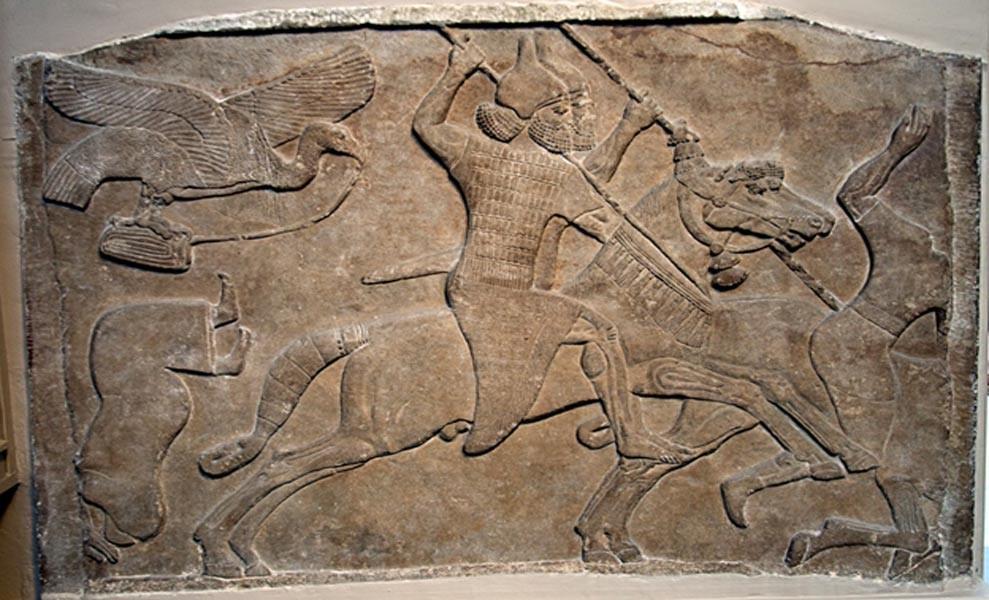 """Relieve asirio de un jinete de Nimrud, ahora en el Museo Británico. """"Escena de batalla, asirio, alrededor de 728 a. C. (CC BY-SA 3.0)"""