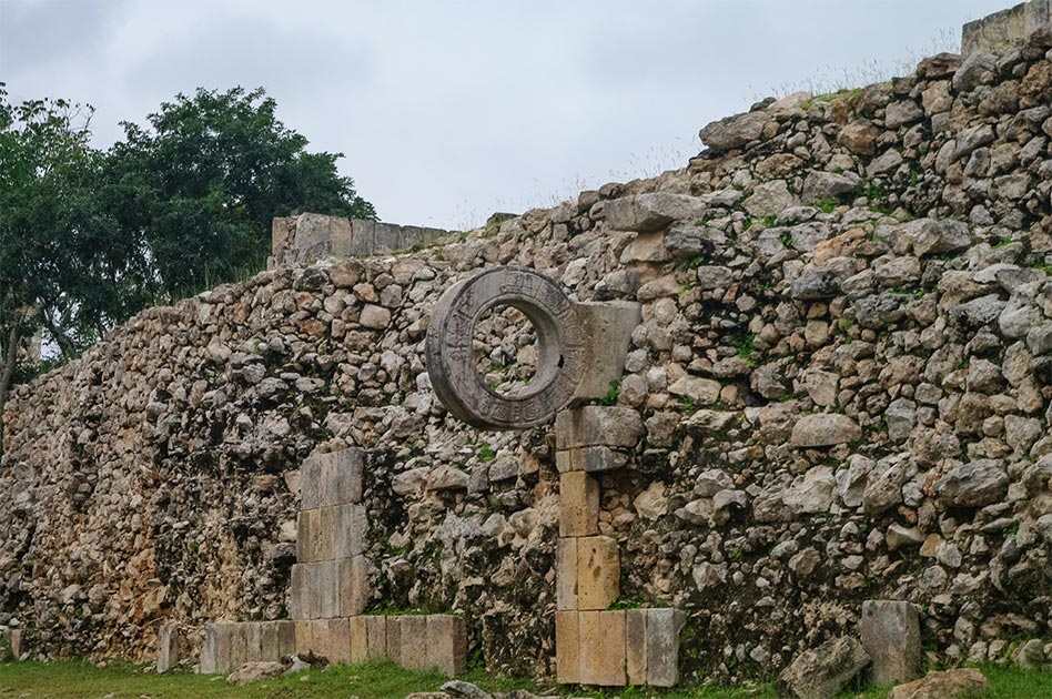 Representación de la antigua cancha de juego de pelota mesoamericana en México. Fuente: smoke666 / Adobe stock
