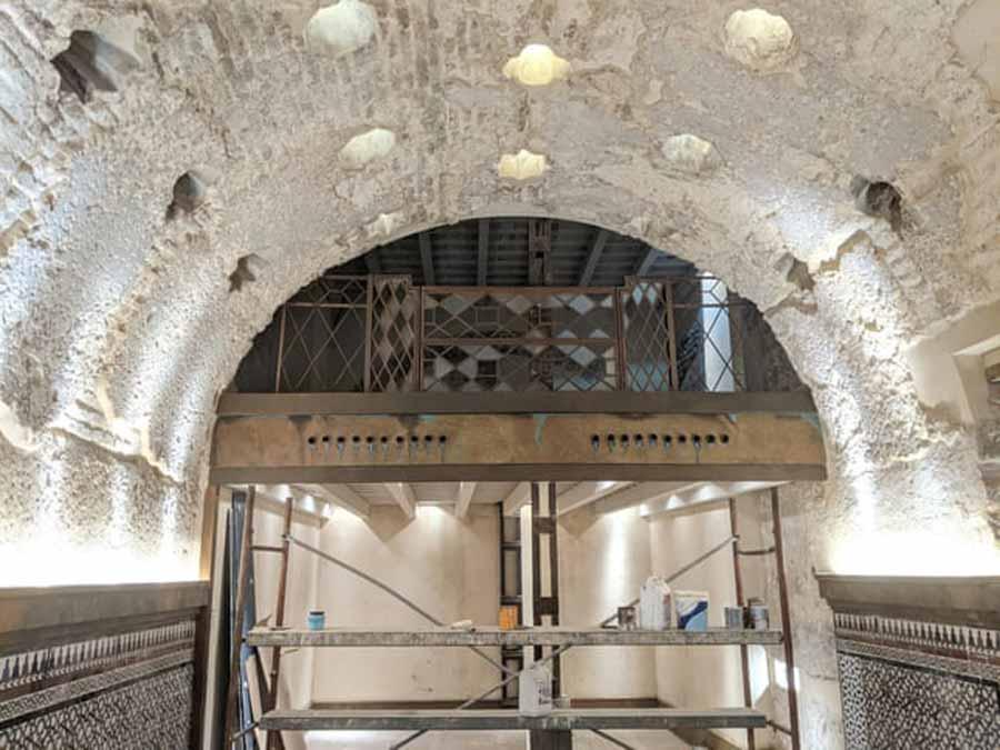 Las renovaciones de la Cervecería Giralda descubrieron los restos de una antigua casa de baños de Sevilla.