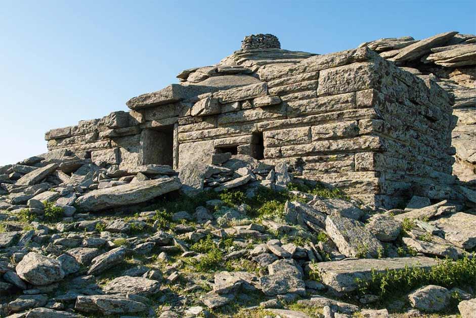 El misterio megalítico de las casas del dragón griego