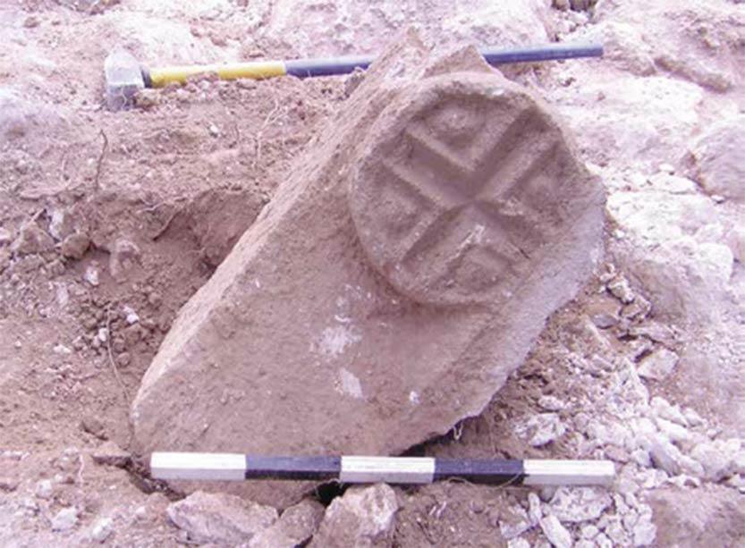 Este dintel grabado con una cruz fue encontrado durante excavaciones en una ciudad cristiana en Galilea. Fuente: G. Cinamon & Y. Lerer
