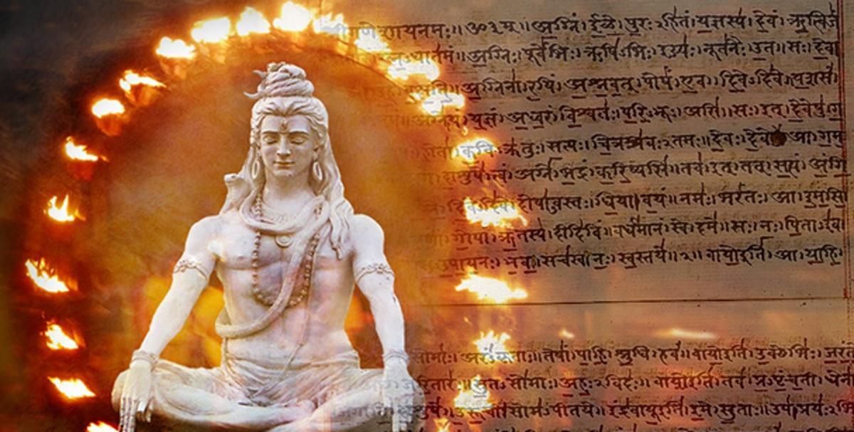 Deriv; Shiva (Iqbal Mohammed, Flickr / CC BY-SA 2.0) y manuscrito Rigveda en sánscrito sobre papel.