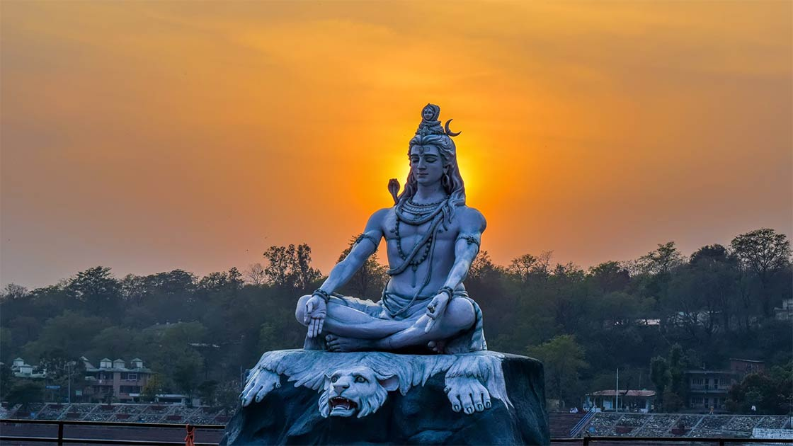 La estatua de Dios Shiva situada en Rishikesh, también se adora en el Templo Draksharama.